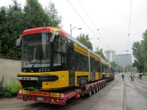 Tramwaje Warszawskie zakupiły już 45 tramwajów typu  jazz duo  SISKOM
