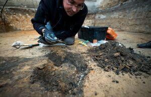 Jamy grobowe i ludzkie szczątki. Kolejne odkrycie przy Rakowieckiej