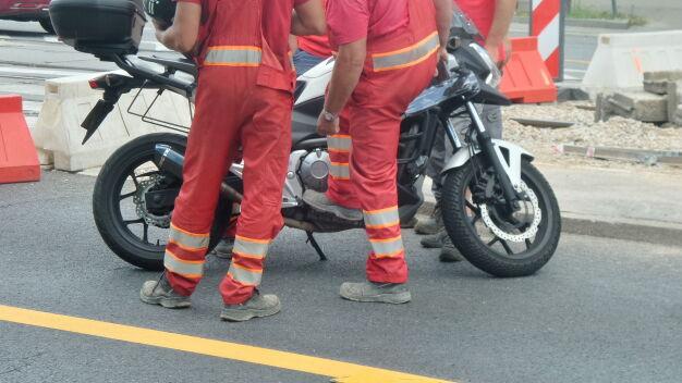 Motocyklista w szpitalu po zderzeniu z autem