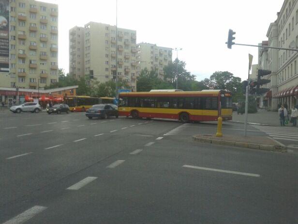Autobus w poprzek Sobieskiego Tomasz