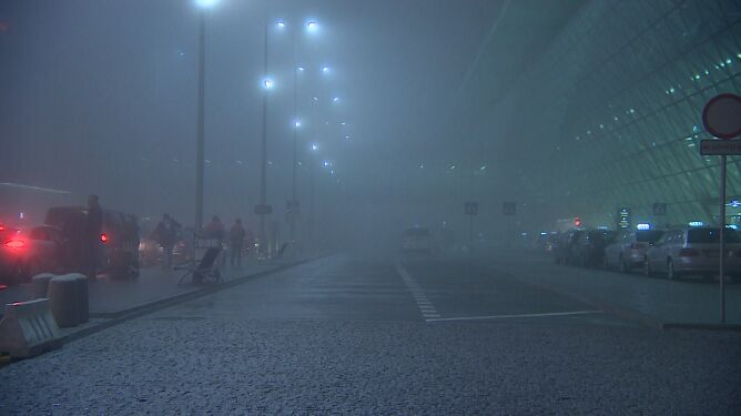 Gęsta mgła w Krakowie. Na lotnisku w Balicach są spore utrudnienia