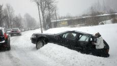 Trudne warunki na drogach. Ślisko na południu